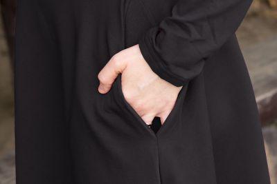 Urkye Bermuda-mekko pitkähihainen Simple Black (ENNAKKOTILAUS 3.11.) Pitkähihainen joustocollegemekko taskuilla 36-46 O/OO, OO/OOO SU-017-CZA-2021
