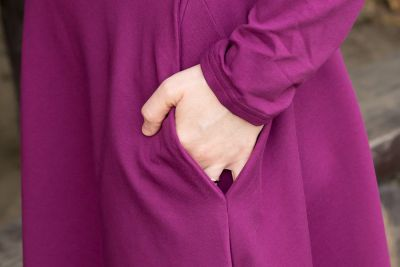 Urkye Bermuda-mekko pitkähihainen Purple Magenta (ENNAKKOTILAUS 3.11.) Pitkähihainen joustocollegemekko taskuilla 36-46 O/OO, OO/OOO SU-017-FIO-2021