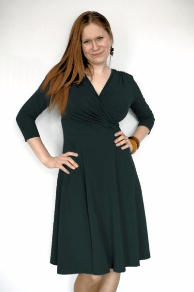 Koperta-mekko 3/4-hihoilla musta