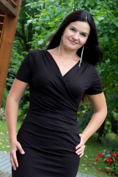 Kopertowy olowek lyhythihainen mekko musta