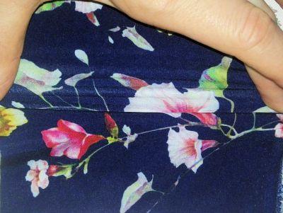 Mgielka lyhythihainen pusero tummansininen kukkaprintti