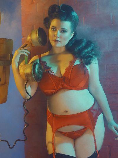 Zoya Fishnet & Lace -rintaliivit punainen